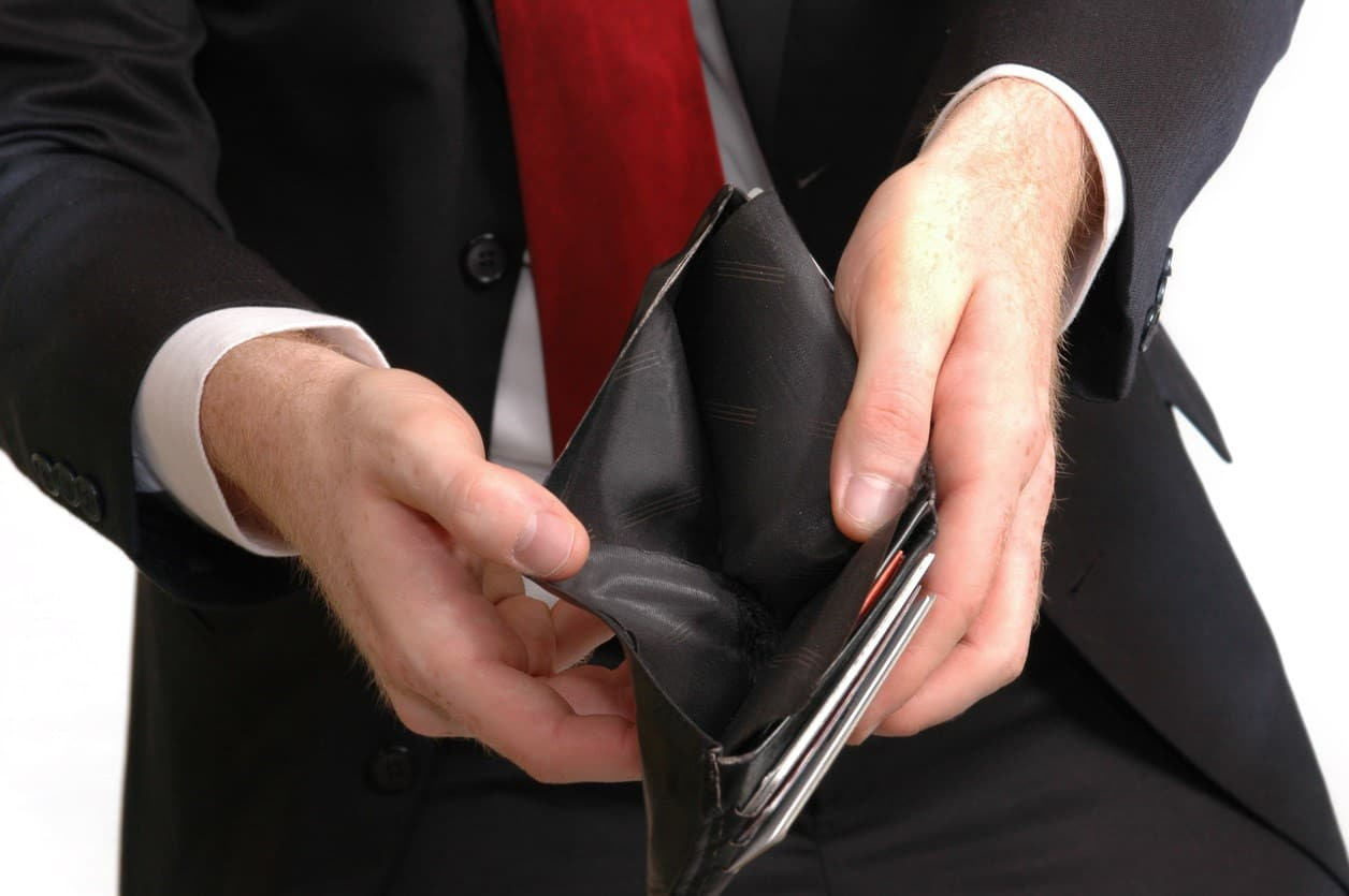 Top 5 Tips to Protect Yourself from Slow Paying Customers Affecting Cash Flow
